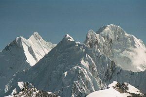 Vista del Huayhuash con el Sarapo en primer plano